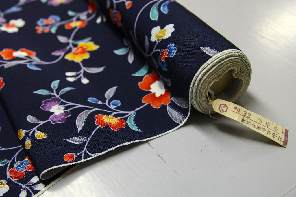 36 cm brett 12 meter långt. Exakt tygåtgång till en kimono.